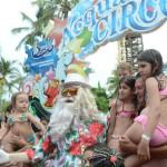 Papai Noel recebeu cerca de 600 convidados de entidades beneficentes no Natal Feliz Beach Park