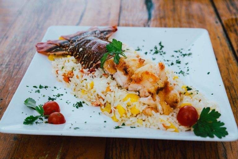 gastronimia-nordesteina-beach-park-lagosta