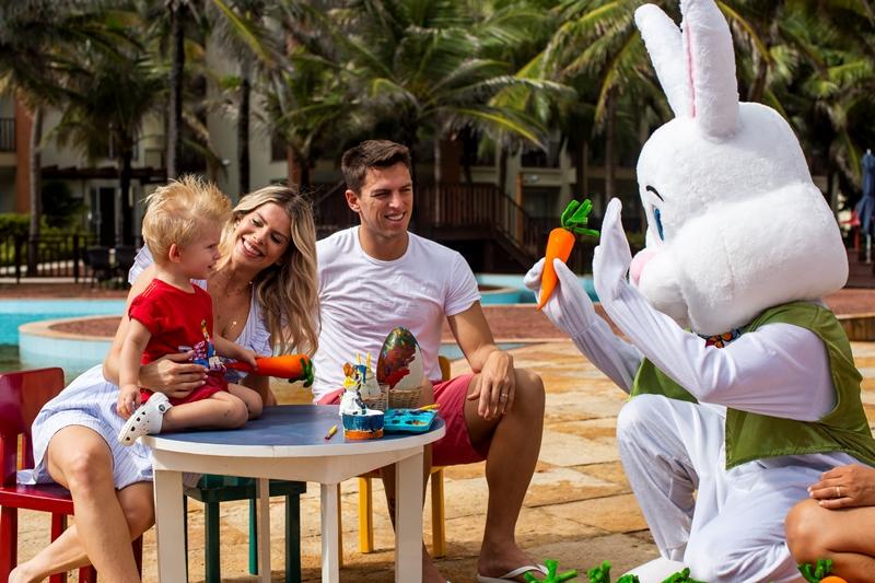 Páscoa em Família: Karina Bacchi curte o feriado no Beach Park
